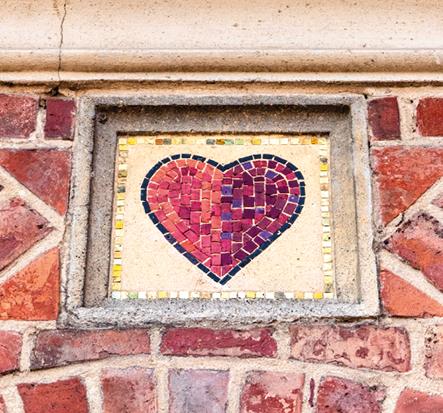 Kartenblatt Herz an der alten Spielkartenfabrik Stralsund